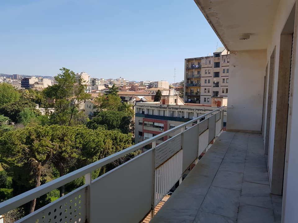 Appartamento 7 vani in affitto a catania centro diamond for Appartamenti arredati in affitto a catania